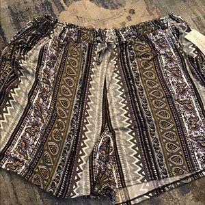 NWT Plus Size Boho Paisley DrawstringWaist Shorts